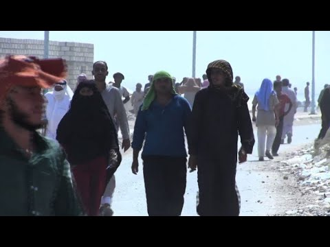 Civilians in eastern Syria flee IS conscription