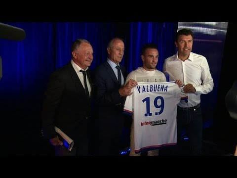 Mathieu Valbuena officialise son transfert à l'OL
