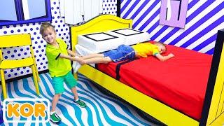 셀카 박물관과 어린이를위한 게임 센터에서의 블라드와 니키타 즐거운 하루