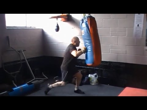 80 year old Boxer on punch bag. Amazing !!! HD