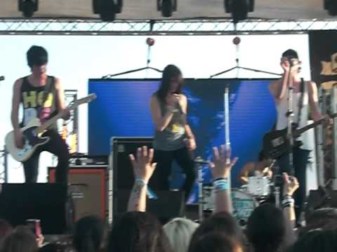 We Are the In Crowd - For the Win LIVE at NeverSay...