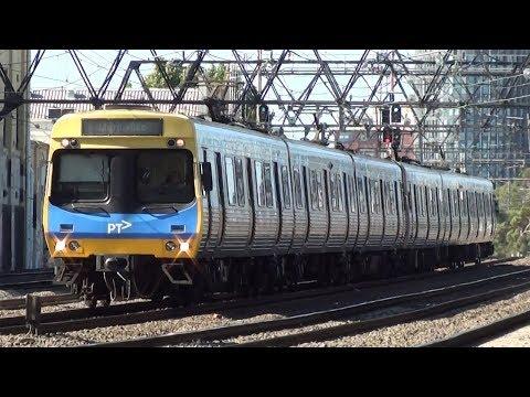 Afternoon peak hour at the Cremorne Railway Bridge - Melbourne Transport