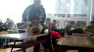 nauczyciel terrozyzuje ucznia. lekcja życia ( wieluń )