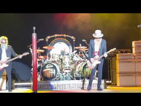 Under Pressure LIVE - ZZ Top. Concert Opening. Francis Elwood Substitutes Dusty. (July 30th 2021)