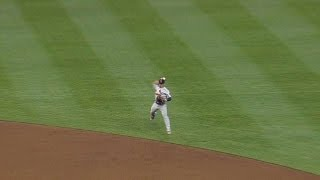 STL@CIN: Wong makes a tough leaping throw for an out