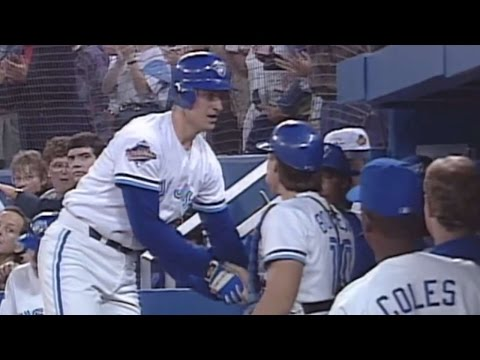 1993 WS Gm1: Olerud's solo homer gives Blue Jays lead