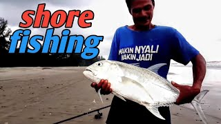 mancing pinggiran umpan belut dapat GT ( giant trevally ) | best bait for beach shore fishing