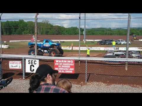 Monster trucks at Lernerville Speedway 2018