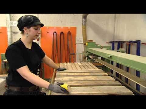 Design Furniture out of Wooden Pallets | Euromaxx