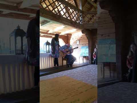 Crimean Tatar song Dasha & Nazar making folk present.