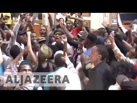 South Africa: Arrests as student protests turn violent
