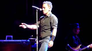 Repeat youtube video I'm On Fire - Bruce Springsteen - Mt Smart Stadium, Auckland 1-3-2014