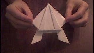 Лягушка из бумаги оригами  Frog Paper Origami(По этому видео вы можете сделать лягушку из бумаги, для этого вам понадобится бумага А4. Здесь показано как..., 2014-02-23T16:51:41.000Z)