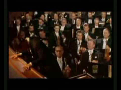 Download Mirella Freni talk about Karajan