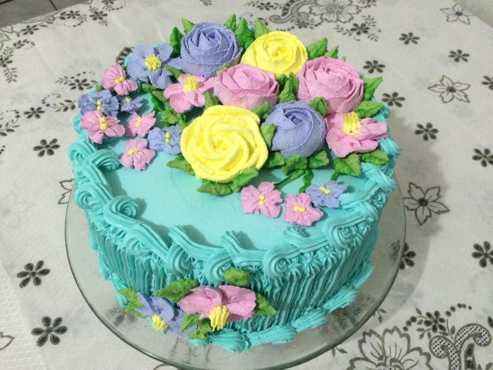 Decoraç u00e3o com flores de chantilly YouTube -> Decoração De Bolo Com Flor Natural