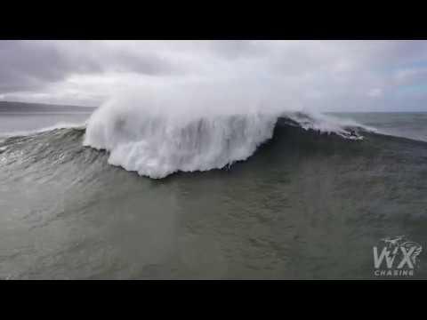 Una ola de 15 metros engulle al surfista Pedro Scooby en Nazaré
