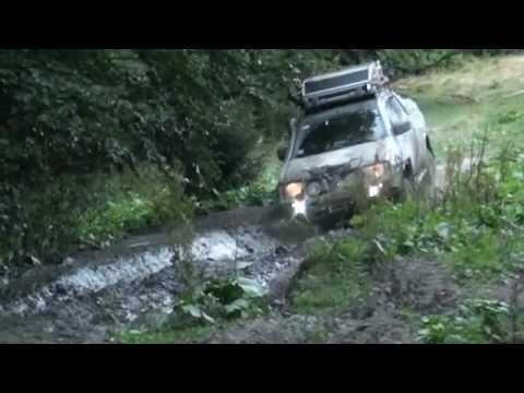 4х4 джип спринт УАЗ стуканул мотор во время заезда в овраге.вытаскивали тремя машинами болото грязь