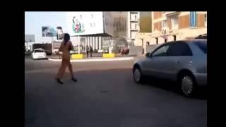 Приколл!!! Прикол!!Голые девушки прогуливаются по городу50814