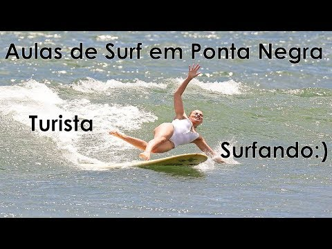 Escola de surf em Ponta Negra Turista surfando