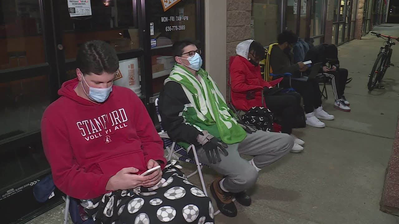 Some Black Friday shoppers wait outside for new gaming consoles; many stores with zero lines - FOX 2 St. Louis