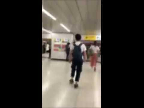 【キチガイ】新宿駅で女性にだけタックルするクズ男