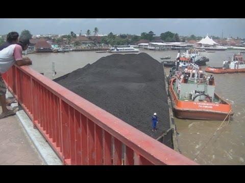 viral, Jembatan ampera palembang ditabrak tongkang batubara seberat 7700 metrik ton