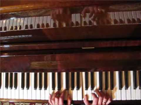 Маленькой ёлочке. Как играть на пианино Виктория Юдина