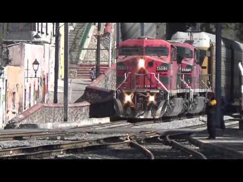 Ferromex y KCSM en Queretaro 2 Trenes en 5 minutos!!