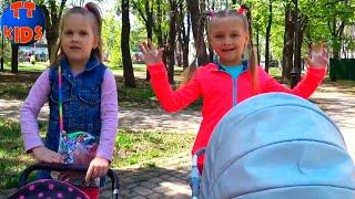 Влог Прогулка с колясками в Парке и на Детской Площадке Видео для детей