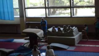 Спортивная Гимнастика Прыжок через козла
