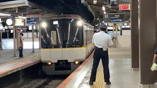 回送列車3220系と尼崎行普通5820系 大和西大寺にて