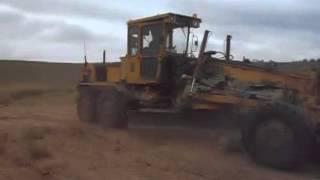 автогрейдер ДЗ 180А(Это видео создано с помощью видеоредактора YouTube (http://www.youtube.com/editor), 2015-08-31T15:48:12.000Z)