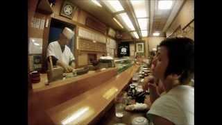 Япония. Мастер Суши(И вовсе неправда, что в Японии нет роллов, а только суши. Они есть. И называются «сушироллы». Просто ассортим..., 2014-10-16T10:08:24.000Z)