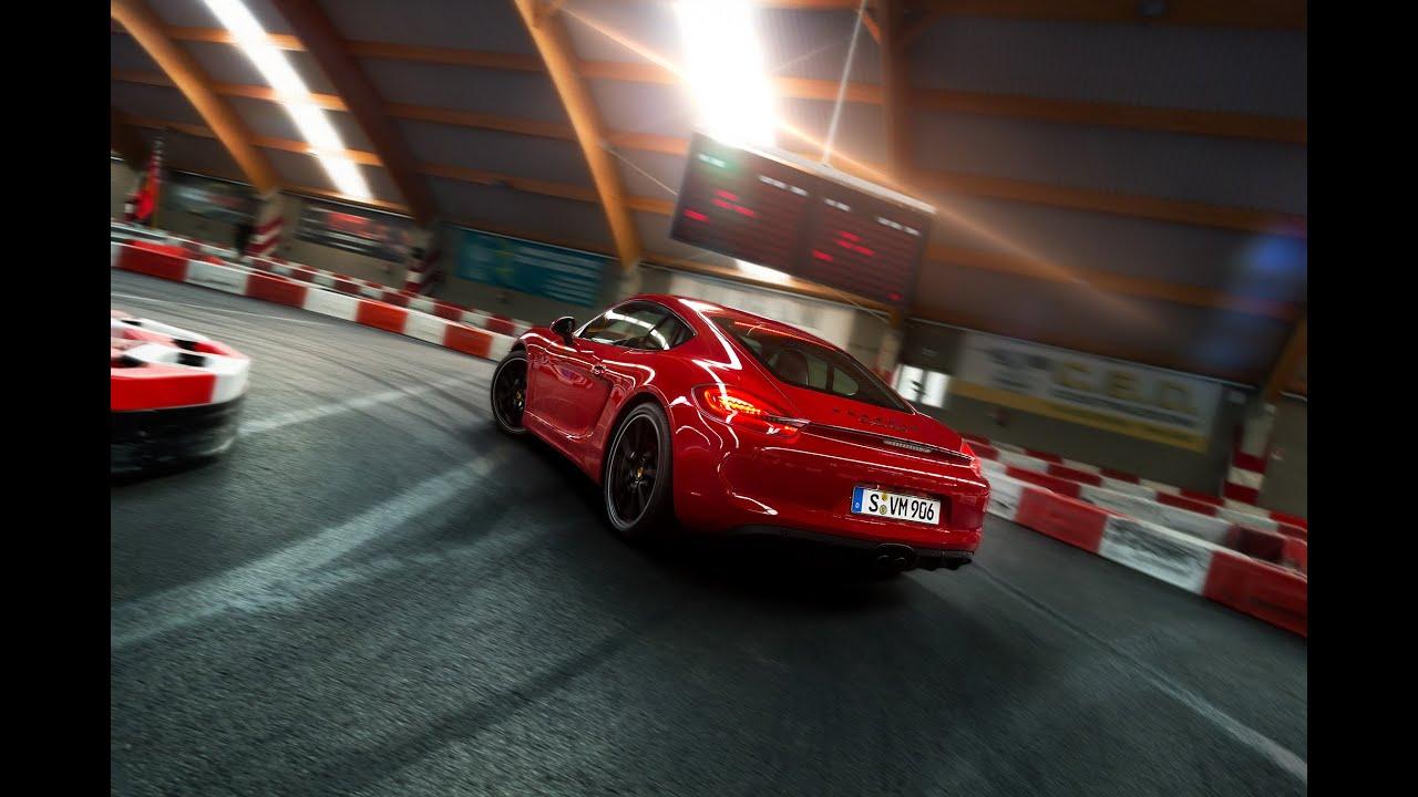 Le Porsche Cayman GTS sur un circuit de kart