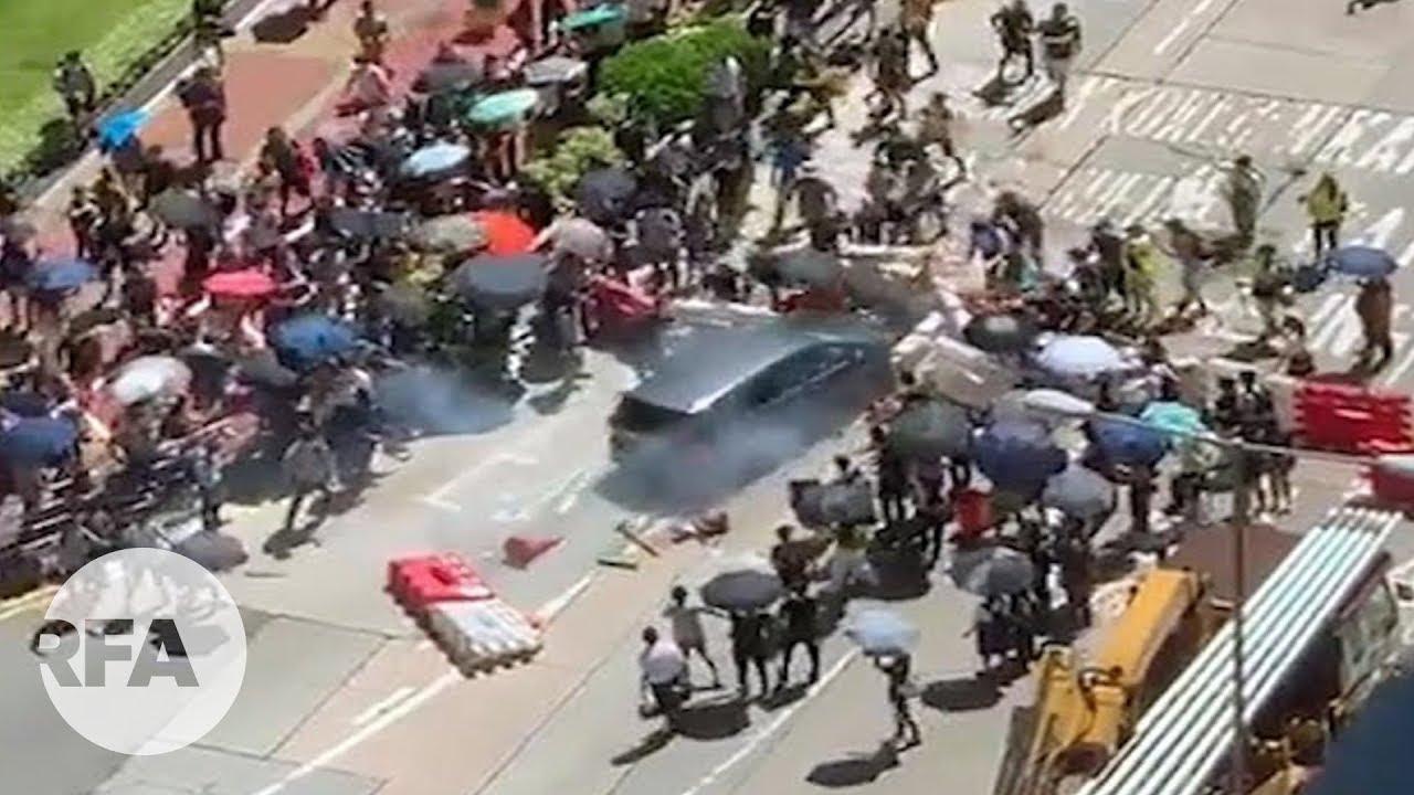 Hồng Kông: Ô tô tông thẳng vào người biểu tình chống chính phủ