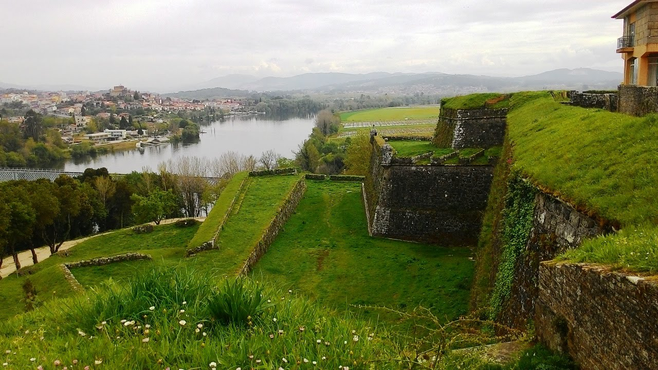 Travel ideas the north of portugal town fortress valen a for Muebles portugal valenca