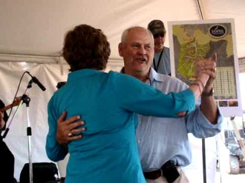 Pat Summitt and Phil Fulmer dancing at Jasper Highlands Dedication