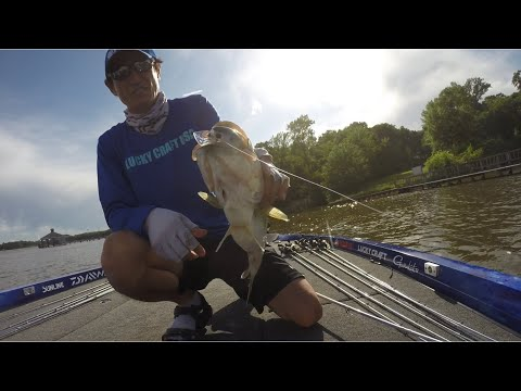 Takahiro Omori Shallow Cranking With LC 2.5 At Lake Fork