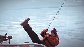 Ловля судака Джиговая рыбалка Выпал с лодки