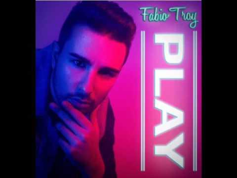 """ENTREVISTA EN RADIO GUADAÍRA A FABIO TROY QUE NOS PRESENTA SU VIDEOCLIP """"PLAY"""""""