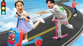 학교에 늦었어요! 어떤 킥보드가 가장 빠를까요? 마더스픽 캐보드 장난감 경주놀이 Scooter Ride-On Toy