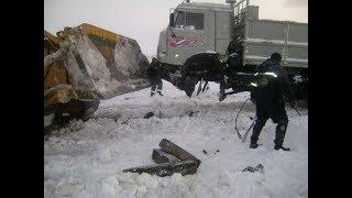 Мастерство и безбашенность водителей тяжелой техники на севере России #3 great roads North of Russia