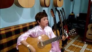 Hồ Xuân Hương Nhạc sĩ đất Quảng cùng với ngón đàn guitar tuyệt đỉnh