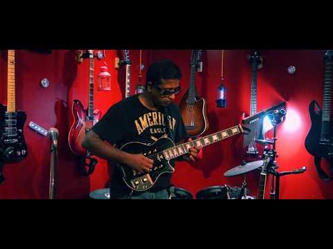 Gnayiru Oli Mazhaiyil   Live Selfie Guitar Instrumental By Kumaran
