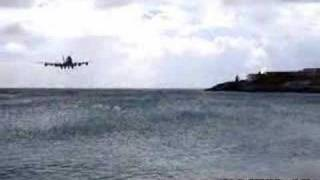 Low Flying 747, very close call !! !!
