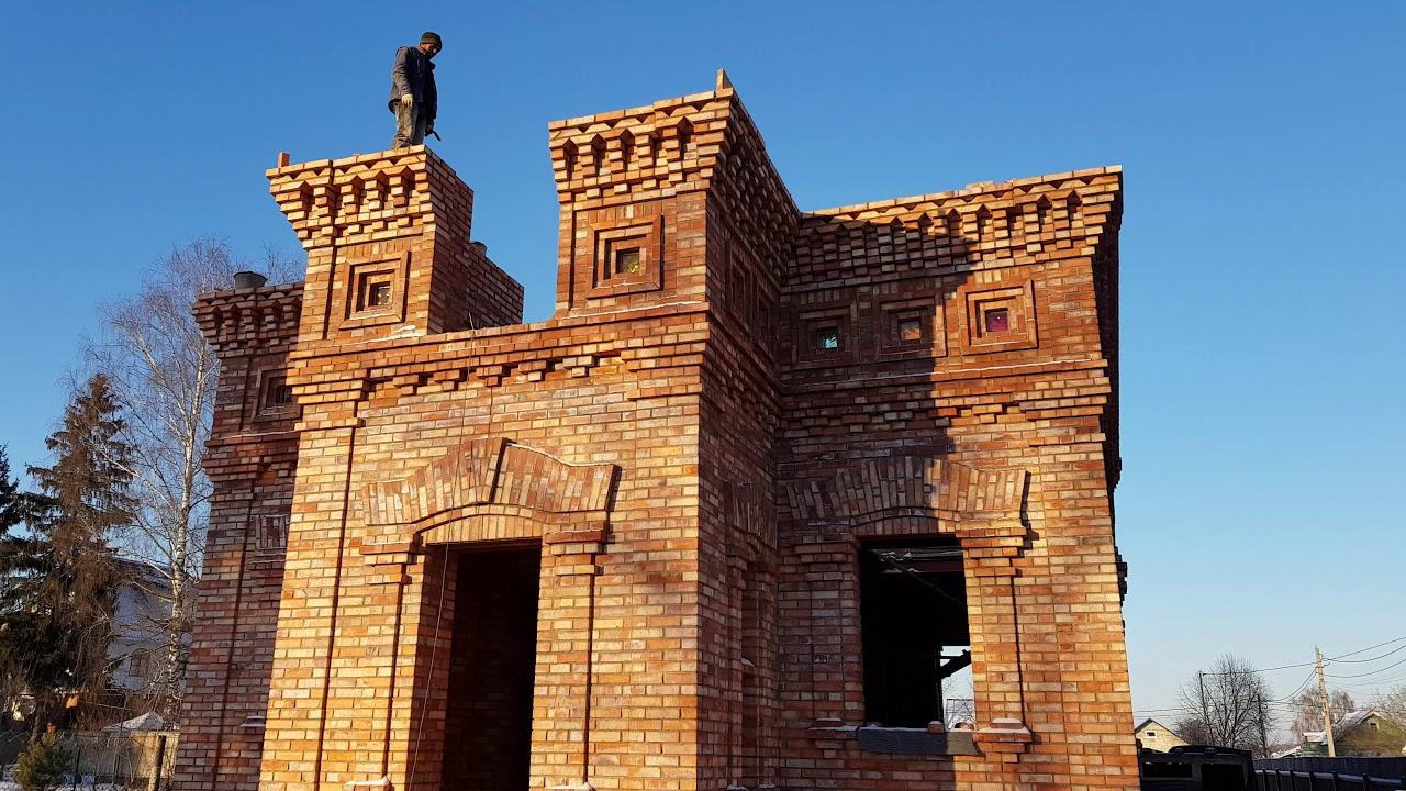 Одноэтажный Дом из дешёвого рядового кирпича.
