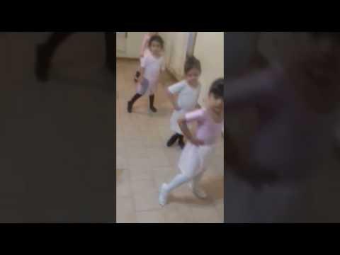 Primer día sin mami  clase ballet Dalian