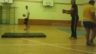 Обучение игре в падении в школе волейбола