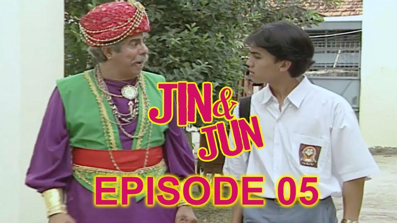 Tokoh utama di Sinetron Jin dan Jun adalah Jun, yang diperankan oleh Sahrul Gunawan.