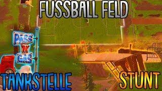 Fortnite: Suche zwischen einer Tankstelle, einem Fußballfeld und Stunt Mountain thumbnail